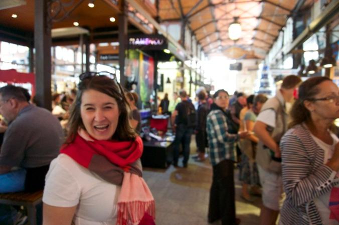 Maggie, muy jovial (como siempre), at the Mercado de San Miguel